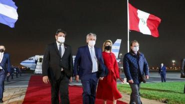 Alberto Fernández arribó a Perú para asistir a la asunción de Pedro Castillo: así es su agenda