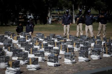 Paraguay incautó un récord de más de 3.000 kilos de cocaína en un depósito cerca de Asunción