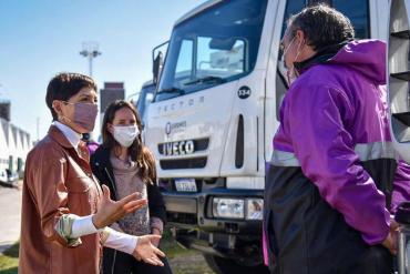Mayra Mendoza presentó camiones para recolección de residuos y anunció incorporación de 200 contenedores