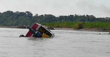 Tragedia en Ecuador: el naufragio de una embarcación dejó seis muertos y dos desaparecidos