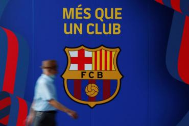 ¿Cuál es la nueva reglamentación que impide la renovación de Messi en Barcelona?
