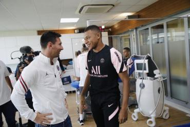 Día 1 de la era Messi en el PSG: el crack tuvo su primer entrenamiento y París sigue revolucionada