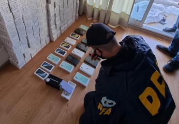Inédito golpe al contrabando de celulares, autos y electrónica en Argentina