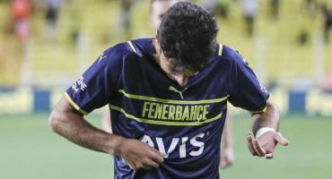Insólito: metió un gol, quiso besar el escudo en el festejo y no lo encontró
