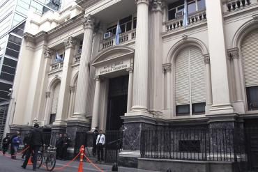 Economía argentina: el Tesoro sale a colocar Deuda para cubrir vencimientos del último trimestre
