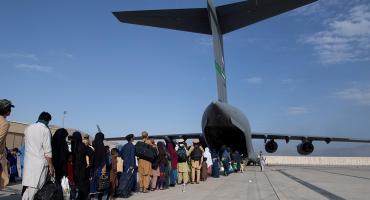 Alerta en Afganistán: por amenaza de atentado, aliados europeos cancelaron las evacuaciones