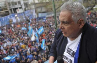 """Ordenaron la prisión domiciliaria para """"El Pata"""" Medina por violar la prohibición de realizar actividades gremiales"""