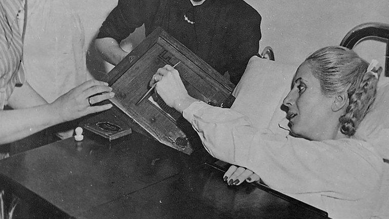Eva Perón, votando el 11 de noviembre de 1951