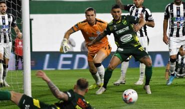 Central Córdoba reaccionó a tiempo y logró un empate frente a Defensa y Justicia