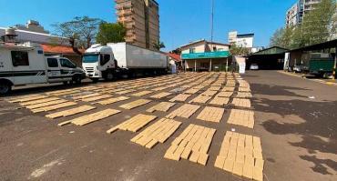 De película: Gendarmería decomisó 3.981 kilos de marihuana en un camión con doble fondo