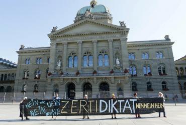 Suiza obligará a presentar pases Covid para entrar en bares y restaurantes