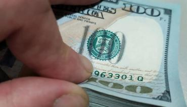 En otra jornada de tensiones políticas, el dólar Blue volvió a subir y cotizó a $186