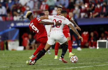 Champions League: el Sevilla de los argentinos igualó con el Salzburgo en un partido marcado por los penales