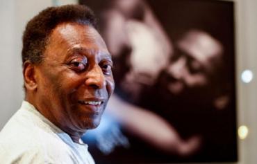 Pelé evoluciona favorablemente tras la operación y abandonará el hospital en los próximos días