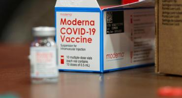 Dosis refuerzo de Moderna son efectivas para variantes nuevas como la Delta