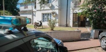Allanaron una comisaría en Rosario y detuvieron a seis policías por presuntas irregularidades