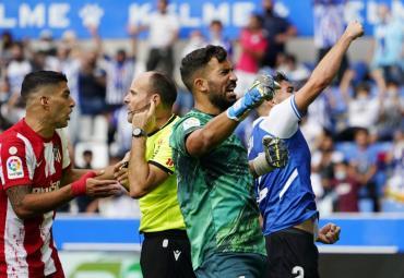 Atlético Madrid sufrió una inesperada derrota ante el Alavés y desperdició una buena chance de llegar a la cima