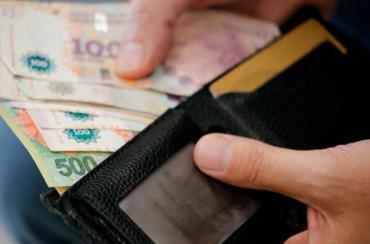 Crisis sin final: el salario mínimo debería subir casi un 30% para mantener el poder adquisitivo de 2015