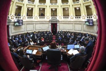 El Senado volvió a sesionar de manera presencial tras un año y medio de debates virtuales