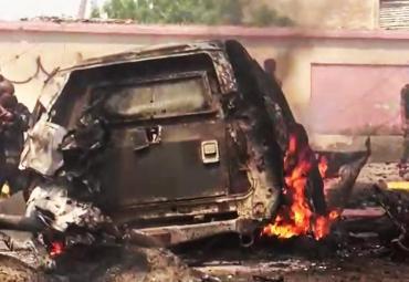 VIDEO: atentado en Yemen dejó seis muertos por explosión de coche bomba contra gobernador de Adén
