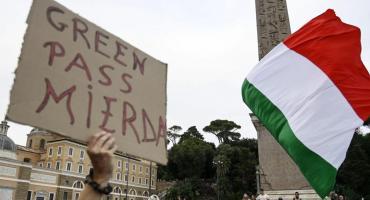 Crece la tensión en Italia: antivacunas anuncian bloqueos al principal puerto si se implementa el
