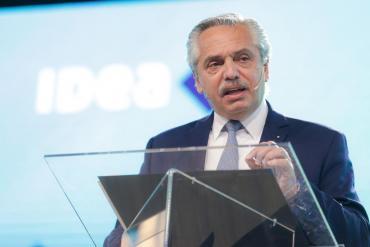 Alberto Fernández firmó el decreto para la conversión de planes sociales en empleo