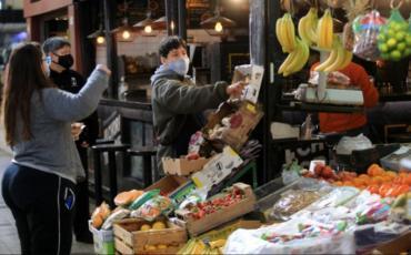 La brecha de precios entre lo que pagó el consumidor y lo que recibió el productor bajó 5 % en septiembre