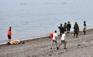 Drama en Túnez: 2 migrantes muertos y 22 desaparecidos en trágico naufragio