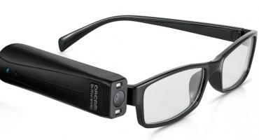 Tecnología revolucionaria: cómo son los lentes con inteligencia artificial que Messi le regaló a personas no videntes